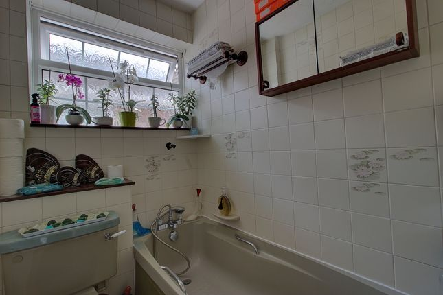 Bathroom of Cudnell Avenue, Bournemouth BH11