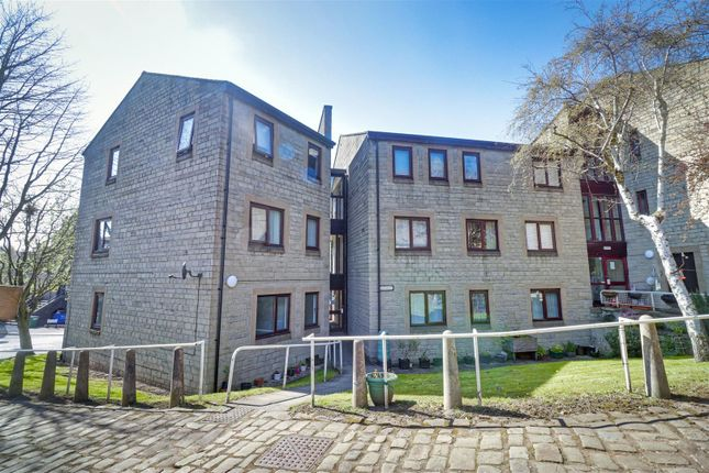 2 bed flat for sale in Manor Square, Yeadon, Leeds LS19