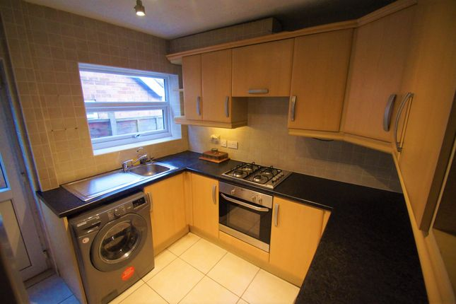2 bed semi-detached bungalow to rent in Royal Crescent, Willenhall, Coventry CV3