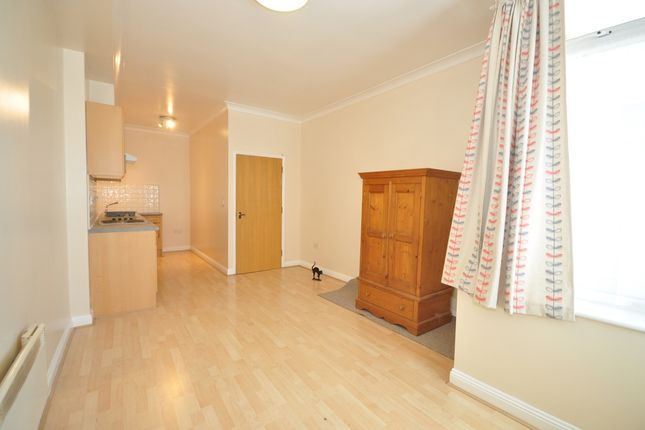 Thumbnail Flat to rent in Kingston Road, Portsmouth