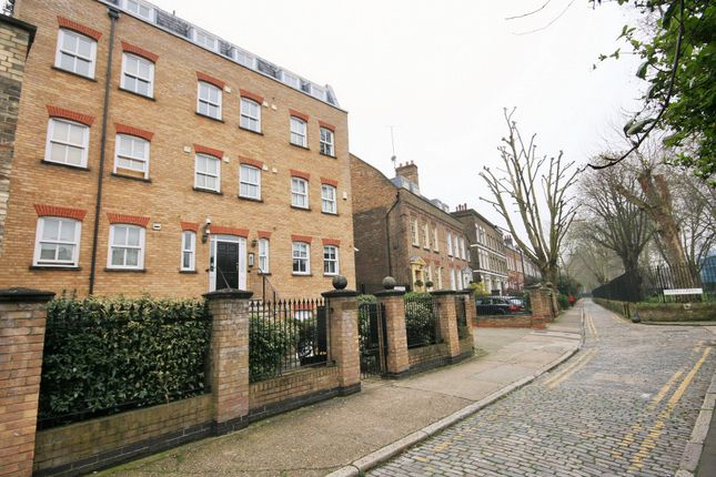 Thumbnail Flat to rent in Hayfield Passage, London