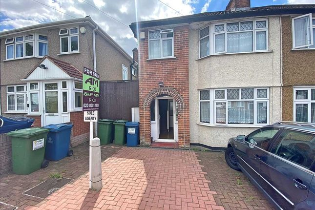 Main Picture of Lawrence Crescent, Edgware HA8