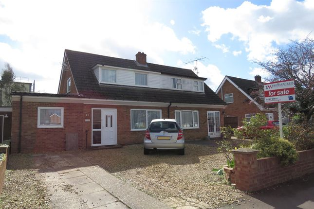 Thumbnail Property for sale in Holme Court Avenue, Biggleswade