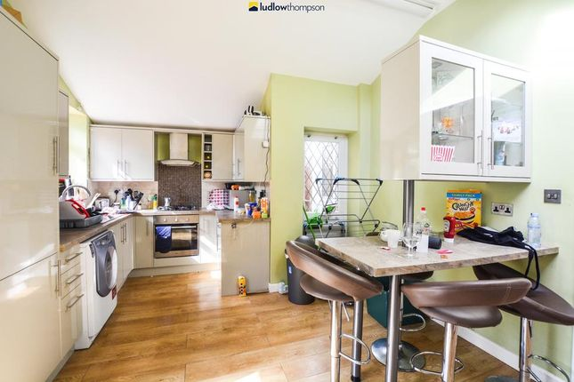 4 bed terraced house to rent in Durnsford Road, London