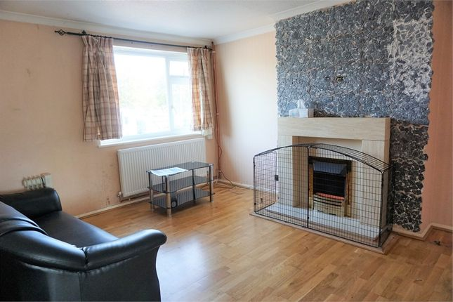 Thumbnail Flat to rent in Bath Road, Slough, Berkshire