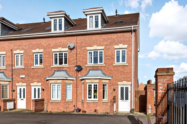Thumbnail Town house for sale in Beaumont Road, Flitwick