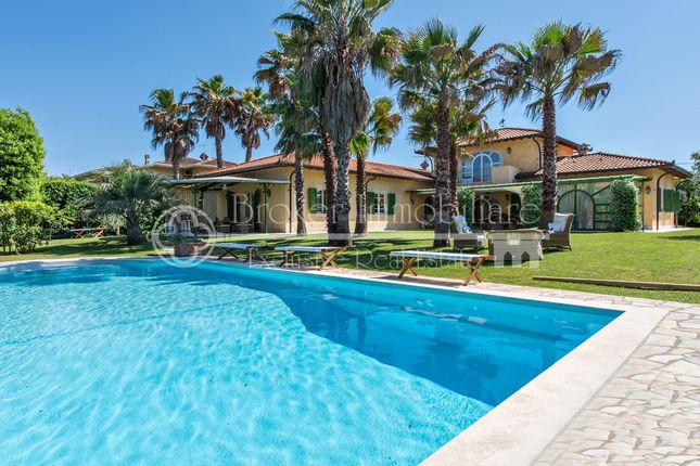 Villa for sale in Via Francesco Donati, Forte Dei Marmi, Lucca, Tuscany, Italy