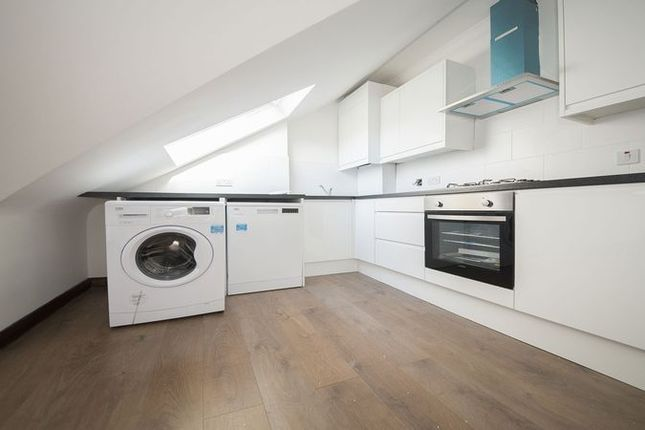 2 bed flat to rent in Quernmore Road, London