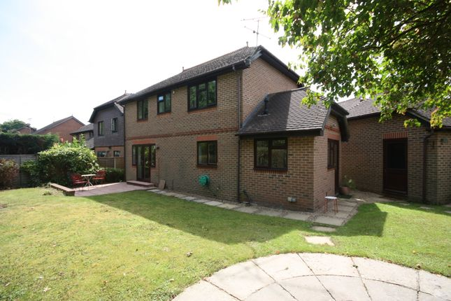 4 Bed Detached House To Rent In Bailey Close Horsham Rh12 Zoopla