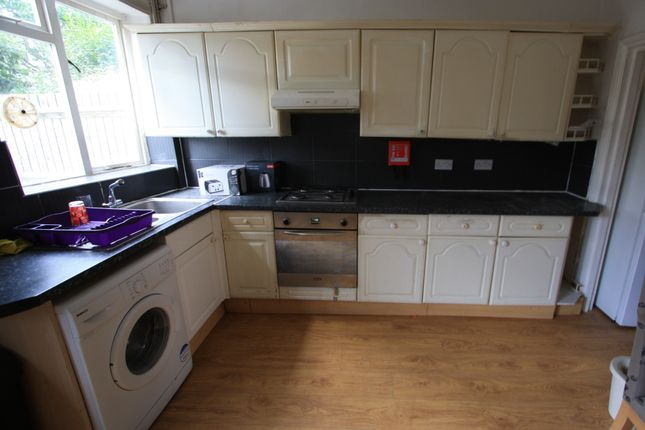 Thumbnail Flat to rent in Heythorp St, Southfields
