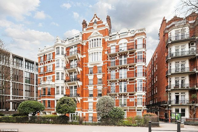 Thumbnail Flat to rent in Wellington Court, Knightsbridge