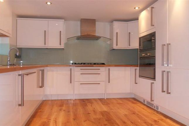 Thumbnail Cottage to rent in Thames Street, Sonning, Reading