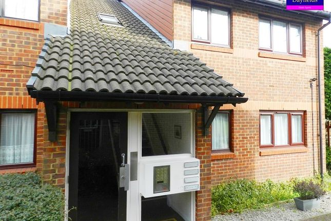 Thumbnail Flat for sale in Park Avenue, Enfield