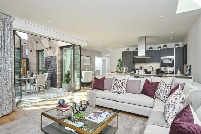 Thumbnail Terraced house for sale in Peartree Way, Greenwich