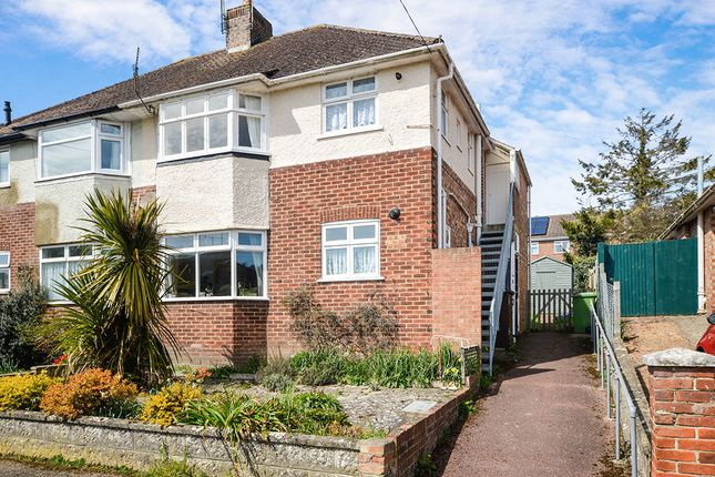 2 bed flat to rent in Orchard Valley, Hythe