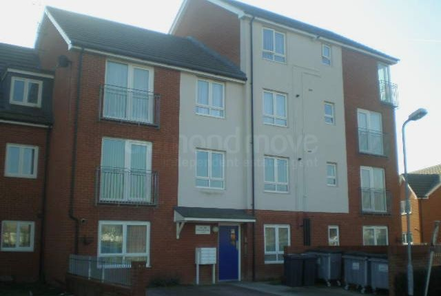 Thumbnail Flat to rent in Longwood Avenue, Slough