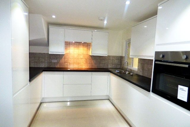 Thumbnail Town house to rent in Beale Place, Bow