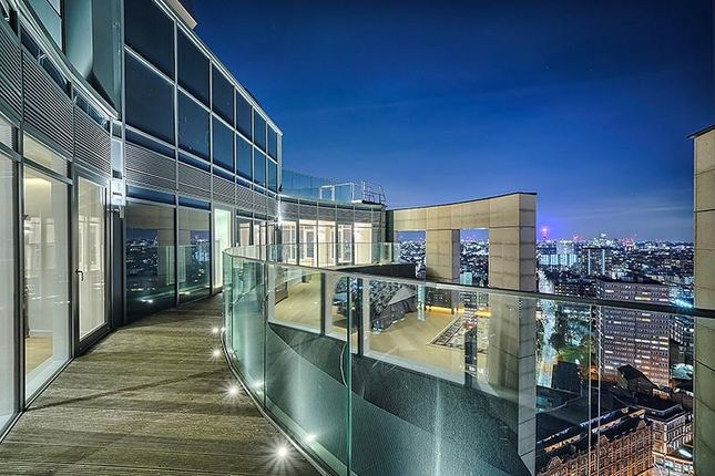 Thumbnail Flat to rent in Eagle Point, City Road, London, London