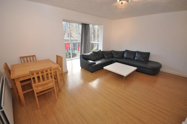 Flat to rent in Lancaster Drive, London