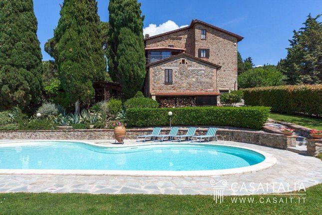 8 bed villa for sale in Passignano Sul Trasimeno, Umbria, It