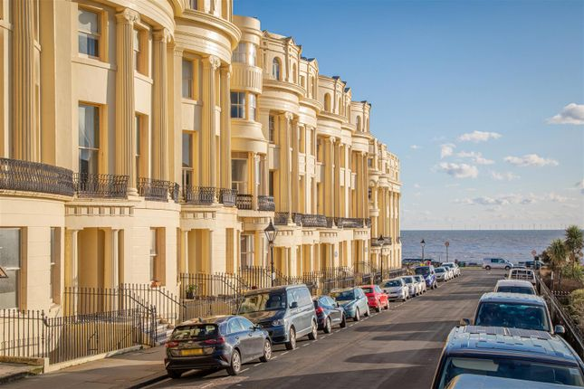 Thumbnail Flat for sale in Brunswick Square, Hove