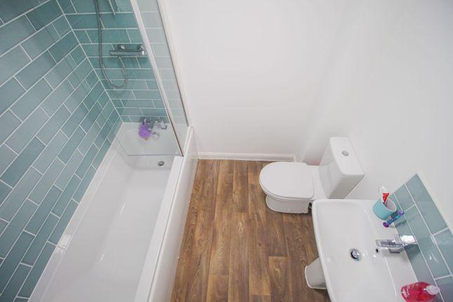 Bathroom of Benjamin Bevin Road, Crick NN6