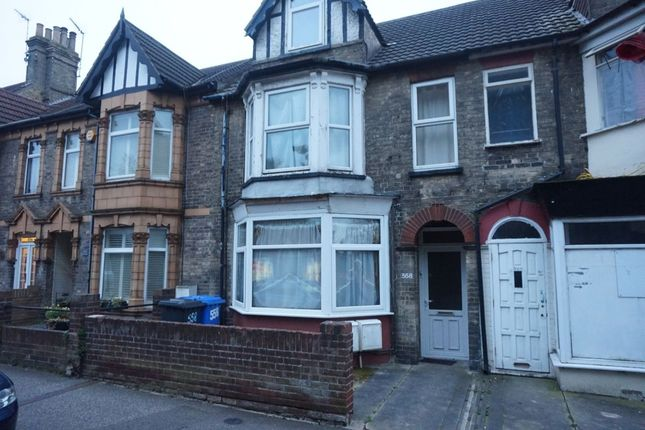 Thumbnail Flat to rent in London Road South, Lowestoft