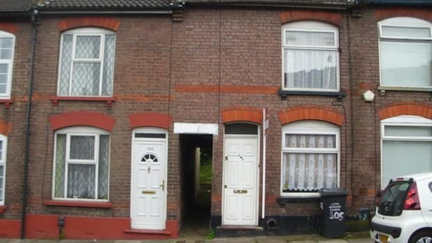 3 bed terraced house to rent in Russell Street, Luton