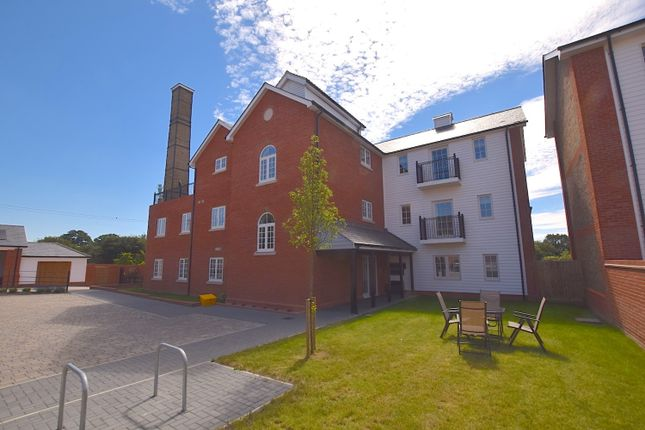 2 bed flat for sale in Ridley Green, Hartford End, Chelmsford, Essex CM3