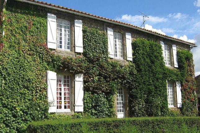 Thumbnail Country house for sale in Mareuil-Sur-Lay-Dissais, Pays-De-La-Loire, 85320, France