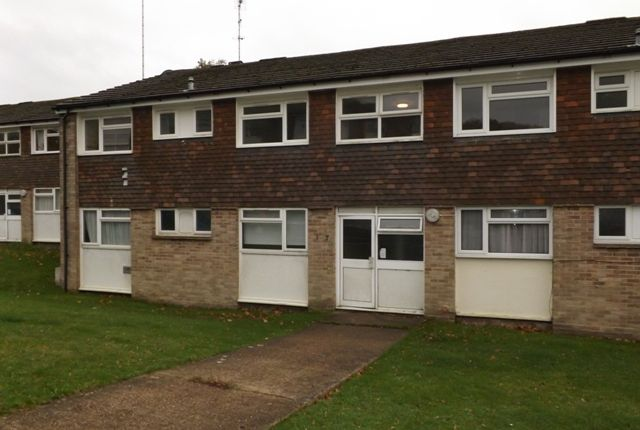 Thumbnail Flat to rent in Barnett Shaw, Oxted