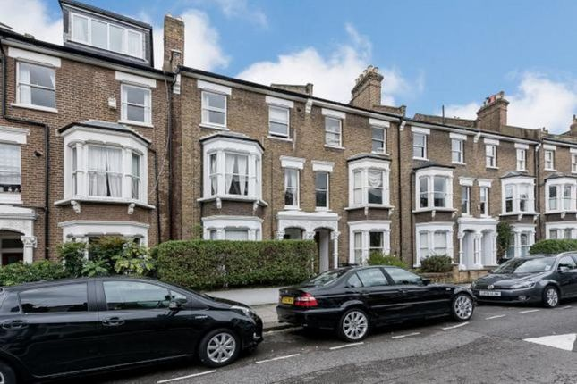 Flat to rent in Roderick Road, London