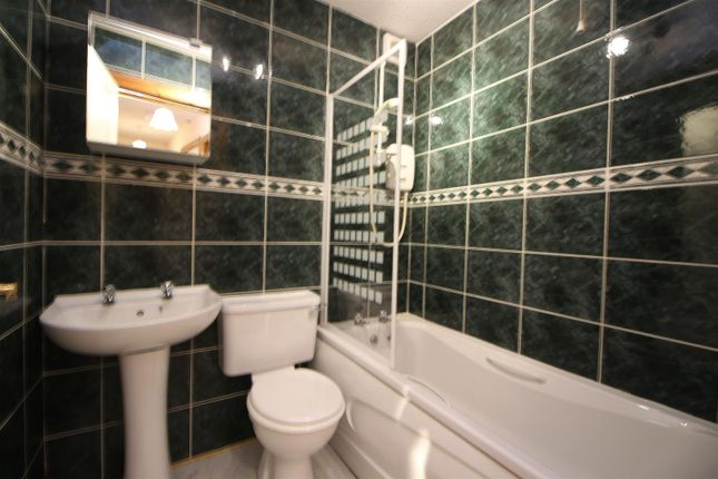 Bathroom of Smithy Court, Main Street, Inverkip, Greenock PA16