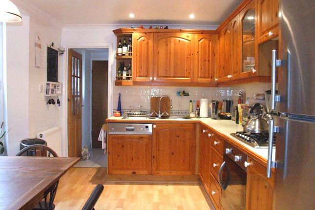Flat in  Beaconsfield Road  Friern Barnet  London  Watford