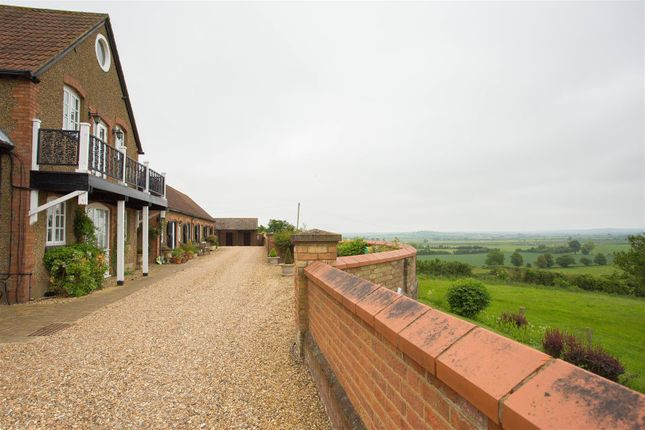 Thumbnail Barn conversion to rent in Howell Hill Close, Mentmore, Leighton Buzzard