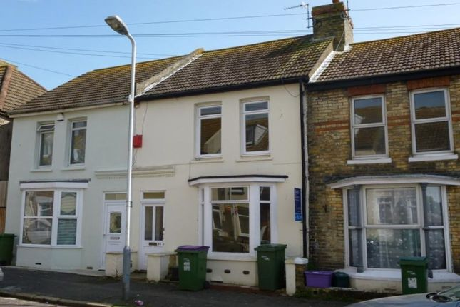 Thumbnail Terraced house to rent in Fernbank Crescent, Folkestone