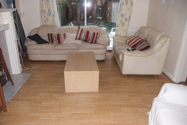 Thumbnail Flat to rent in Thurleigh Avenue, London