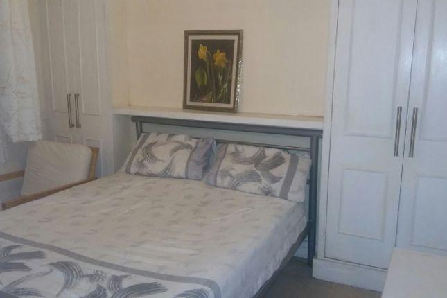 Room to rent in Rutland Walk, London