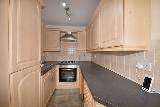 2 bed flat to rent in Rock Hill, Castleford WF10