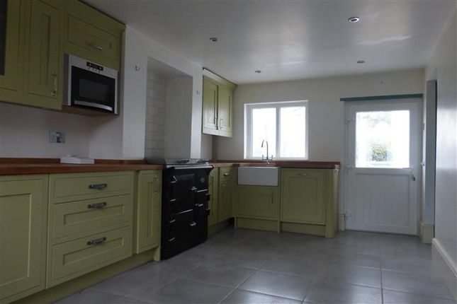 Thumbnail Cottage to rent in Uttoxeter Road, Blithbury, Rugeley