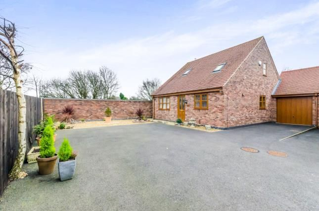 Thumbnail Bungalow for sale in Broad Lane South, Wolverhampton, West Midlands