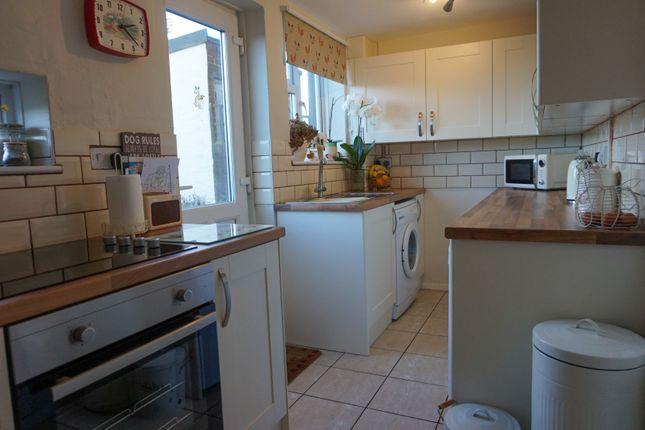 Kitchen of Lawn House Lane, Edgcott HP18