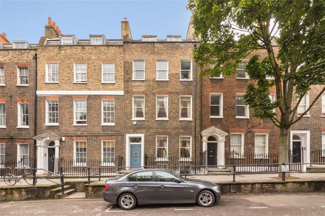 Thumbnail Terraced house for sale in Cross Street, Islington, London