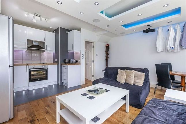Thumbnail Flat to rent in Weymouth Terrace, London