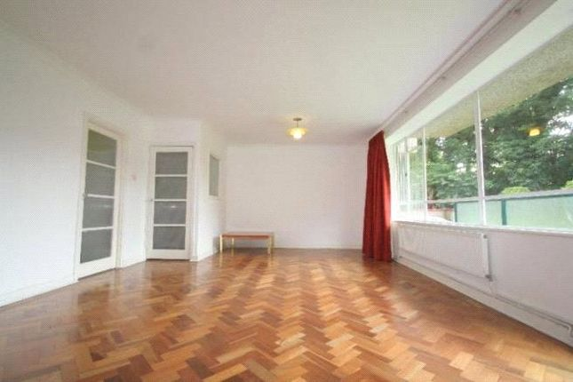 2 bed flat to rent in Timberdene, Holders Hill Road, London