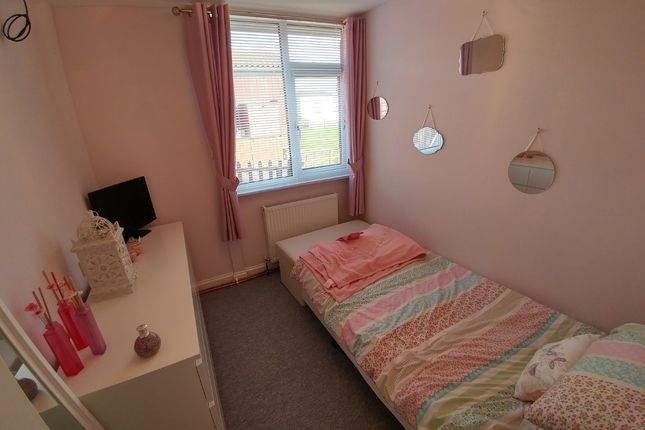 Bed 2 of 275 First Avenue, South Shore Holiday Village, Bridlington YO15