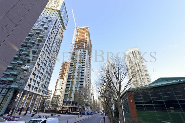 Thumbnail Flat for sale in Maine Tower, Harbour Central, Canary Wharf