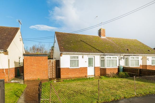 Thumbnail Bungalow for sale in Hanney Road, Steventon, Abingdon