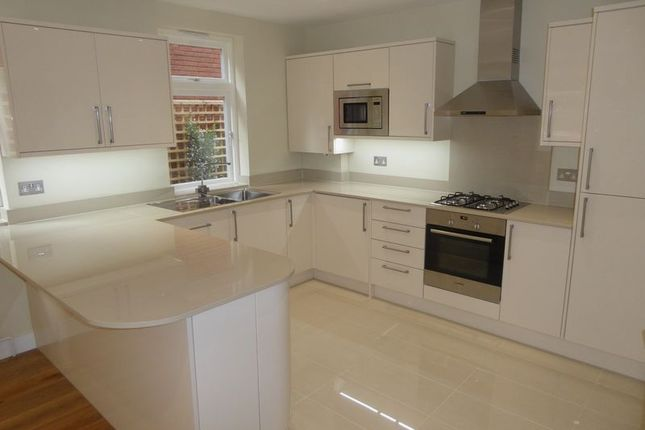 Thumbnail Flat to rent in Bell Street, Reigate