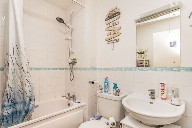 Bathroom of Queen Marys Avenue, Watford WD18